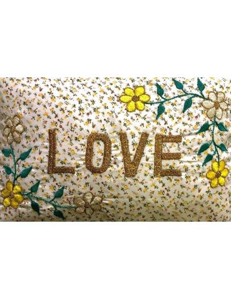 Coussin brodé Fleurs Vintage LOVE
