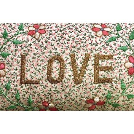 Coussin Fleurs Vintage brodé LOVE