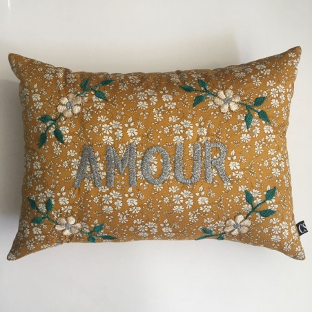 Coussin Liberty brodé Amour