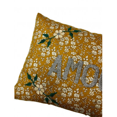 Coussin brodé liberty AMOUR