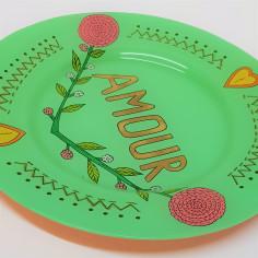 Assiette peinte à la main vert AMOUR