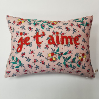 Embroidered cushion JE T'AIME