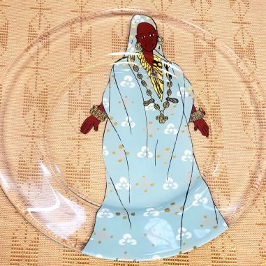 Assiette peinte à la main femme en bleu