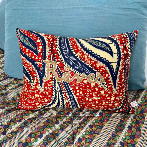 Embroidered cushion Rêves