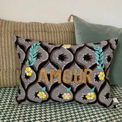 Coussin wax brodé AMOUR